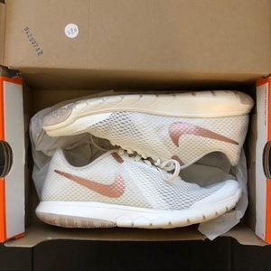 Size 7 Rose Gold Womens Nike Flex Experience RN 6